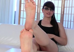 Spex footfetish trans flexing her toes