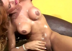 Hairless tranny swings the brush ladystick and cumshots robustly