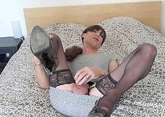 tranny wanking, playing added to cumming